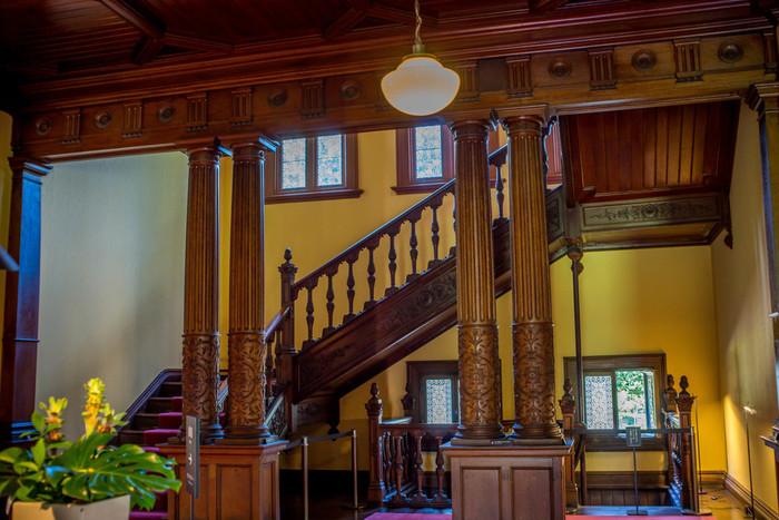 洋館内部の調度品も本当に見事。当時はプライベートな迎賓館として使われていたそうで、重厚感のあるジャコビアン様式の雰囲気が素敵ですね。贅を尽した造りになっています。