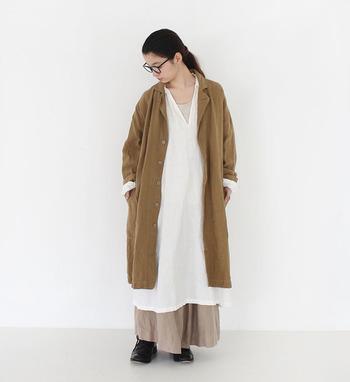 秋冬の肌寒い季節には、おしゃれと寒さ対策の両立が大きな課題。「ワンピース×パンツ」の着こなしに挑戦して、いつものワンピーススタイルをオールシーズン楽しみましょ♪