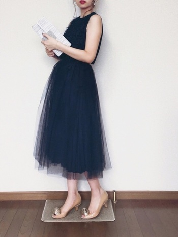 リトルブラックドレスと一言で言っても素材やデザインによっても大きく印象が変わります。欧米では世代を超えて受け継がれるドレスでもあるようですので皆さんも長ーく愛せるとっておきのリトルブラックドレスを探してみて下さいね!