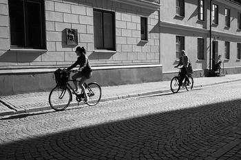 また、車の登録税が高いデンマークでは自転車が普及しています。渋滞でイライラすることもなく、季節の風を感じながら通学や通勤します。