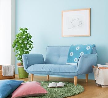 爽やかなパステルカラーのブルーをベースカラーに使うと、カジュアルな印象が生まれます。軽やかで若々しい雰囲気です。