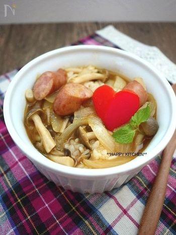 【きのこと玉ねぎのカレースープかけご飯】 カレーライスよりもあっさり、だから朝ごはんにもおすすめ!粉チーズの量はお好みで調節すればより自分らしい味になりそうです。