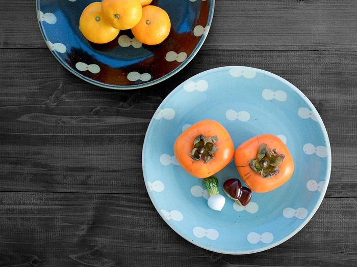 個性的な絵柄なのに、すんなりと食卓に溶け込む波佐見焼のプレート。適度な厚みと重みがあり、しっくり手に馴染みます。使い勝手のいい大皿は、カレーをよそったり、メインディッシュを盛り付けたりするのにぴったり。パンやフルーツをのせてもいいですし、ワンプレートとして使うのもおすすめです!