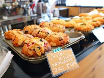 さらに、焼き菓子もとってもおいしいと評判ですよ♪スコーンやマフィン、チーズケーキなど、ここでコーヒーと一緒に買うのもおすすめです!