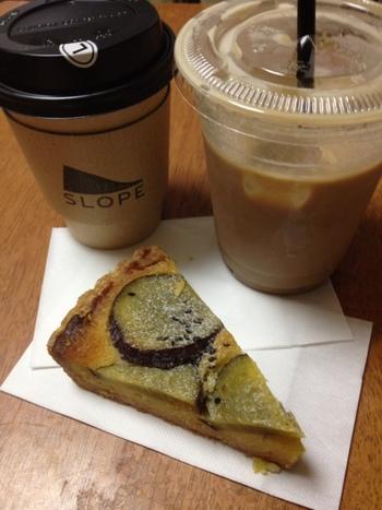 こちらのコーヒーはアメリカ―ノやラテがおいしいと評判だそう。たっぷりサイズで注文してテイクアウトしましょう。