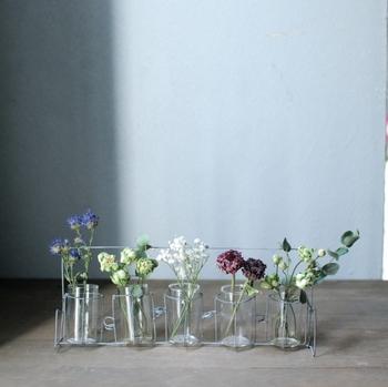 お花を少しでも長く、美しく楽しむ方法をご紹介しました。 癒し効果もあると言われている花。四季折々の素敵な花を自分らしく飾ってみませんか?