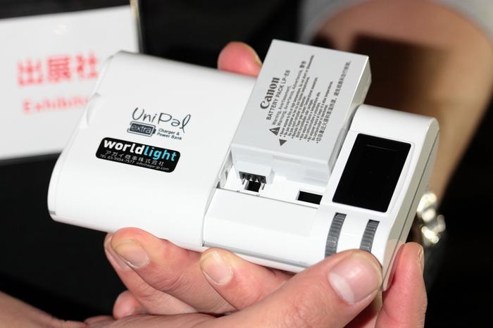 さらに、連絡手段になるスマートフォンなどが充電できる充電器まで用意しておくとバッチリ。