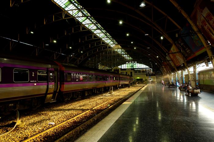 バンコクとチェンマイの間には、寝台列車が走っています。1等席、2等席など座席種類がいくつかあり10時間近くかかりますが、夜の移動なら時間を有効活用できますね。日本では珍しくなった寝台列車に揺られながらの旅も味わいがありそう。