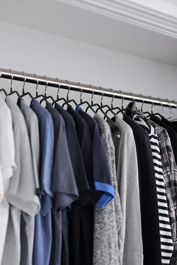 洋服は一年間着なかったものやデザインの古いもの、サイズの合わないものは潔く捨てましょう。もう一度着ることはほとんどありません。