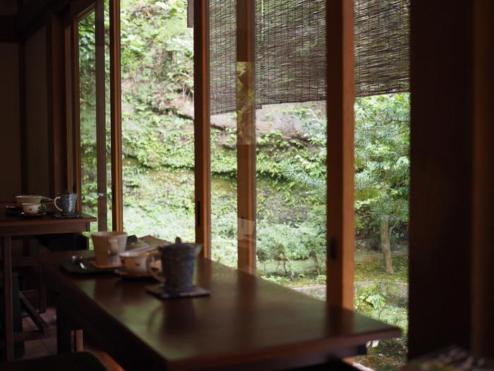 実はそんなお寺や神社で、素敵なカフェを運営するところが最近少しずつ増えているんです。境内を眺めながら味わうお茶や食事は、街中のカフェとは少し違って感じられるはず。お寺&神社巡りがもっと楽しくなりますよ♪そこで今回は、東京・神奈川でおすすめの「お寺&神社カフェ」をご紹介します。心安らぐ時間を過ごしに出かけてみましょう。