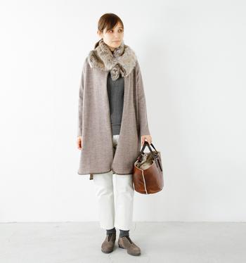 秋冬らしくてあたたかいファーは首元に巻いて寒さ対策になるのはもちろん、女性らしいシルエットで全体を上品な雰囲気にしてくれますよね♪いつものコーディネートに深みがプラスされた印象に。