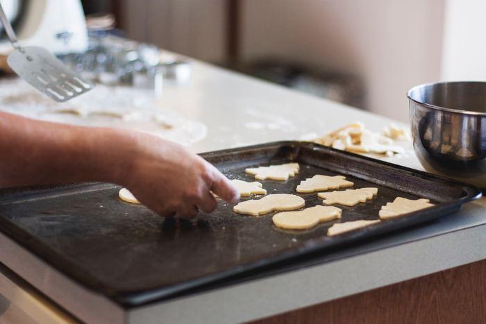 """クッキーやパウンドケーキなど、""""お菓子作り1年生""""でも簡単に作ることができるお菓子があるのでチャレンジしてみましょう。上手に出来上がったら、「今までどうしてお菓子作りをしてこなかったのかな?」と思うほどテンションもあがりそうですよね。"""
