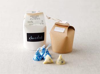 シンプルな紙コップもお菓子のラッピングにはおすすめです。ロウ引きしてあるのでシミたりせず、安心して持ち運べますよ。