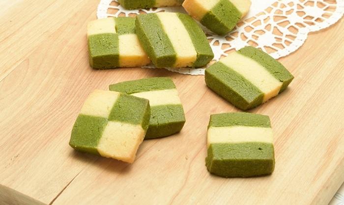 作った生地を冷凍しておけるので、保存にも便利なアイスボックスクッキー。抹茶の生地の色をいかして模様をデザインしてみて。