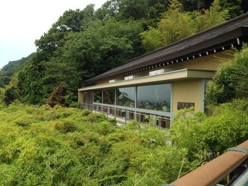 長谷寺の見晴台のすぐそばにあるのが、こちらのお食事処「海光庵(かいこうあん)」。境内を散策した後の一休みにぴったりの、居心地の良いお店です。