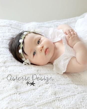 ベビー用の小さなお花ポンポンがついた、花冠みたいなヘッドバンドです。ソフトなリバーストレッチレースで赤ちゃんの頭を締め付けず、お肌にも優しい仕様なのが嬉しいですね。