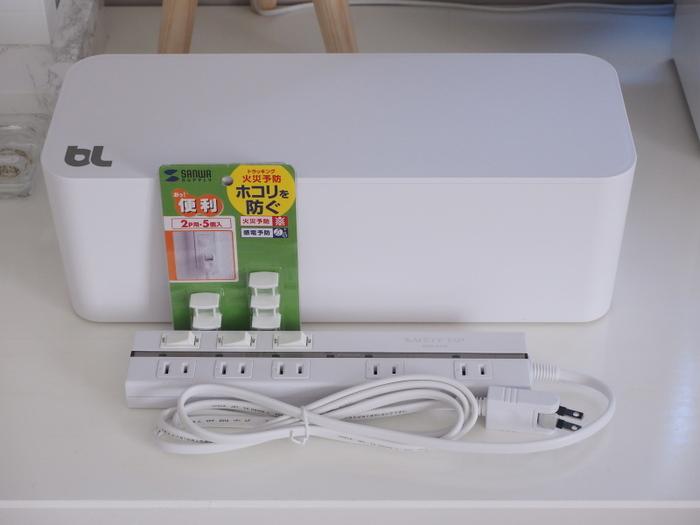 こちらのケーブルボックスは大きめの電源タップもすっぽりと入る大きさです。電源タップも間隔があいているものをチョイスするとACアダプターにも使うことができますね。