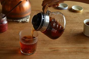 いつもの紅茶にショウガやスパイスを合わせれば、体の芯からポカポカに温まります。