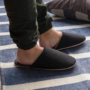 肌触りが良いものを選べば、お風呂上りや就寝前には素足でも心地良く履く事ができます。
