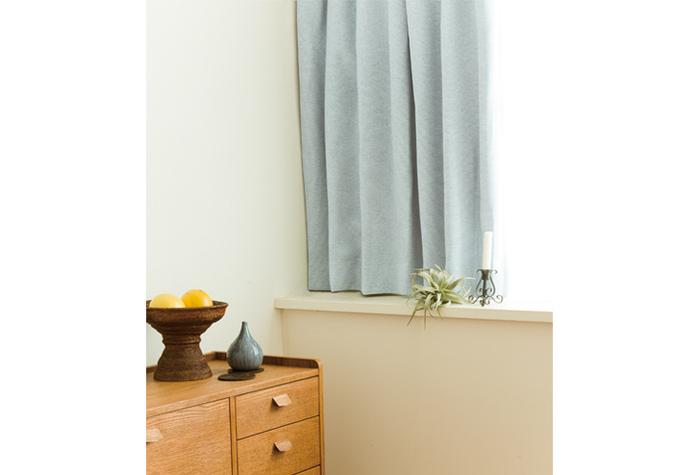 省エネとしての効果もあるので、窓際から冷気を感じるお部屋の対策にカーテンを使いましょう。