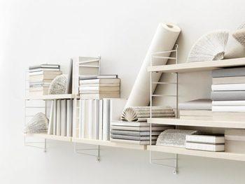 物をおしゃれに収納することも、ディスプレイとして使うこともできる壁に付ける棚。活用しない手はありません。もうちょっと棚を増やしたいなと思っている人は、ぜひ壁に付ける棚を取り入れてみてください!