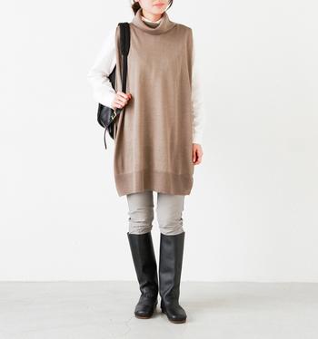 シンプルゆえに、どんなファッションにもナチュラルになじみます。また、ソールはクッション性が高く、長い時間歩いても疲れにくいのもうれしい特徴です。