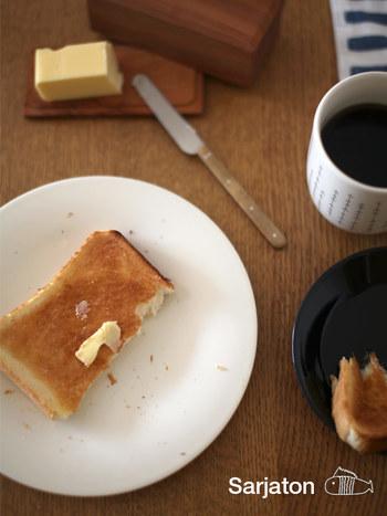 22cmプレートは、日々の食卓で大活躍する大きさ。パン皿やおかずのとりわけ、デザート皿に丁度良いサイズです。26㎝のプレートはメイン料理やパスタにぴったりです。