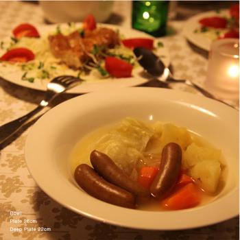 深みのあるディーププレートは、用途が沢山。汁気の多い、パスタ皿やカレー皿、シチュー皿として使っても。