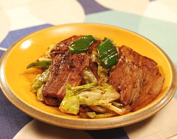 「ホイコーロー」も甜麺醤を使う有名なお料理の一つ。レシピでは春キャベツが使われていますが、もちろん普通のキャベツでも大丈夫。キャベツは手でちぎると、味がよく染み込みます!お野菜たっぷり入れて作りたいですね。