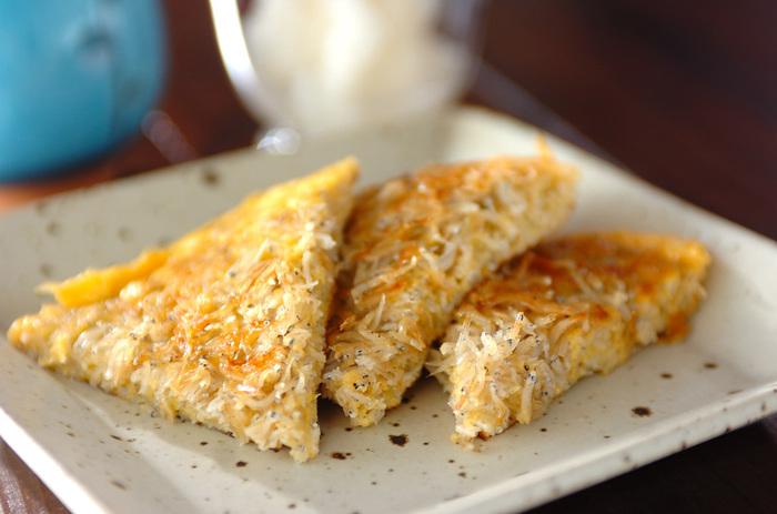 【しらす卵】 しらすがギッシリ詰まった贅沢な卵焼き。焼き加減はお好みで!両面をしっかり焼いて、カリッとした食感を楽しんでもいいですね。