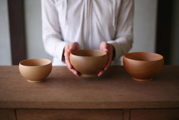 """古くから日本各地で受け継がれてきた伝統工芸と、そこで培われた高度な職人技術から生まれた生活雑貨。 デザイナーが細部にまでこだわり、使いやすさをとことん追求した美しいキッチン道具やテーブルウェア。 今回はそんな日本の伝統技術や作り手のこだわりなど、その製品が出来上がるまでの過程を大事にしたいと思わせる、""""メイド・イン・ジャパン""""の素敵な日用品10選をご紹介します。 物語を紡ぐように出来上がる一つ一つのアイテムは、どれも現代のライフスタイルを豊かに彩る素晴らしい名品ばかりです。"""