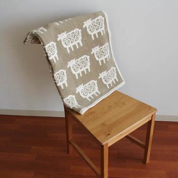 クリッパンの看板アイテムともいえるのが、ブランケット。  こちらの「ヒツジ」をはじめ、「ムース」(ヘラジカ)、「シロクマ」をはじめとした動物デザインや、