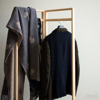 秋冬のファッションの要になるといっても過言ではないアイテム・ストールもありますよ。  巻く、羽織る、ができるアイテムに100%ウールのぬくもりがあれば、冬の寒さも怖くありませんね。