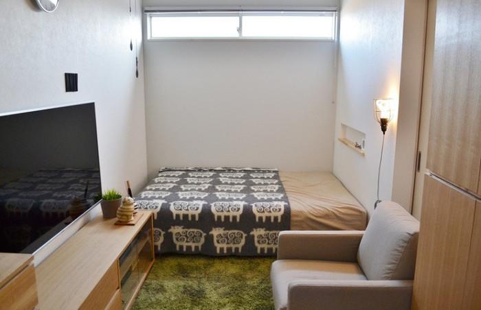 こちらはベッドにスローケットを配置した空間。  ベッド全体にスローケットをかけなくても、半分だけかけると立体感も感じられます。  かわいらしい「ヒツジ」柄で安眠できると良いですね♪