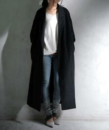 ぴったりと体に沿うスリムなパンツにゆったりとしたロングコートはすらりとしたシルエットがきれいに出ます。