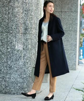 お仕事にもカジュアルにも使えるウールのコートは、ヘビロテ必至のアイテムです。綺麗めなアイテムを合わせて、お出かけスタイルに。