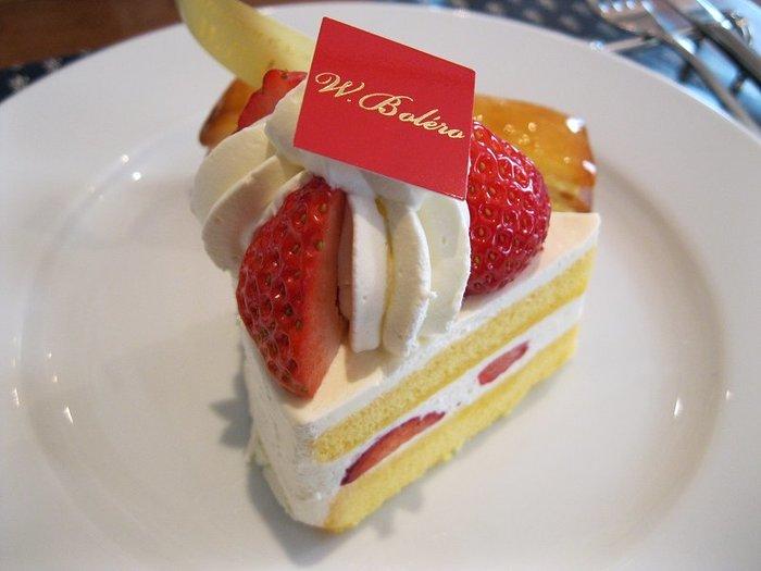 さっぱりとした甘さと芳醇な洋酒の香りがただよう大人のショートケーキ「フレーズ」。あっさりしながらコクがある生クリームとスポンジです。