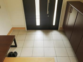 お客さまをお迎えする最初の空間である「玄関」は、そのパーティー全体への印象を左右すると言っても過言ではありません。玄関の清潔感が成功のカギを握っています!