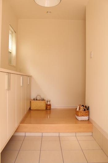 まずは招待する人数分の靴を置くスペースの確保から。家族の靴が脱ぎっぱなし、なんてもってのほかです。玄関から溢れ出してしまうようなことがないように、他のスペースを確保しておけるとバッチリです。