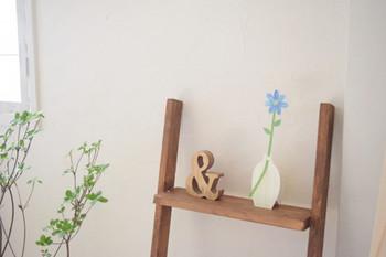 スペースに余裕があれば、花や小物などでセンスよく飾って印象アップを目指しましょう!