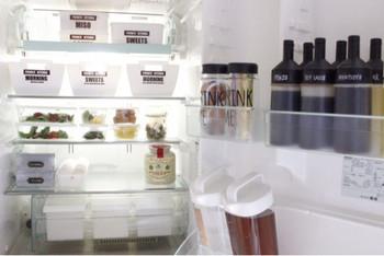 万一、お客さまが飲み物などの補充を手伝ってくれても大丈夫なように、冷蔵庫もしっかりと綺麗にしておきましょう。庫内が整理されていれば当日冷蔵のお土産をいただいたときにも慌てずにすみますよ。