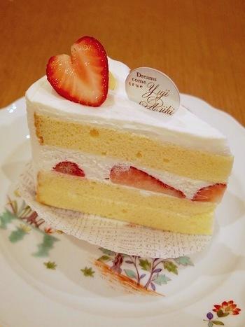 ハート形のイチゴがかわいい「フレーズ」。ふんわりしたスポンジは、那須高原から届く産みたて卵で作られています。軽やかな生クリームで甘さひかえめのケーキです。