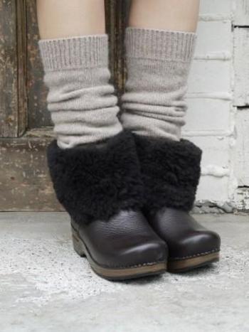 快適な履き心地も魅力。おしゃれなレッグウォーマーが付いた限定モデルです。