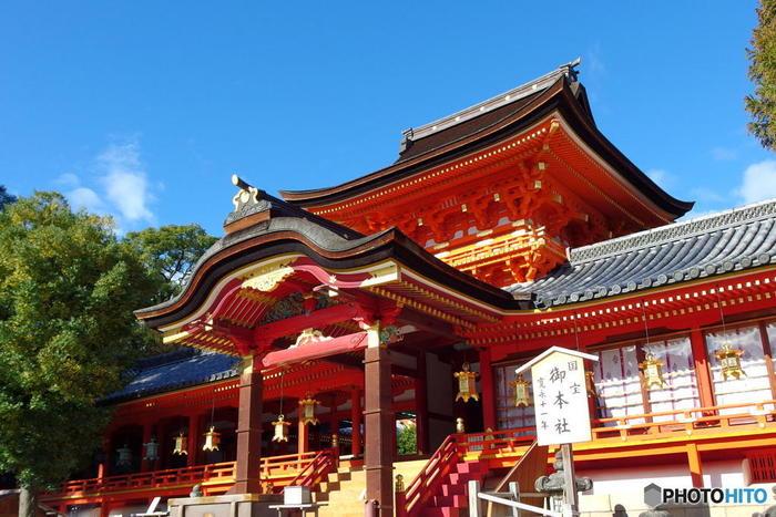 京都府八幡市の男山に鎮座する石清水八幡宮は、860年に創建された神社で、日本三大八幡宮(宇佐神宮、鶴岡八幡宮、石清水八幡宮)の一つに数えられています。