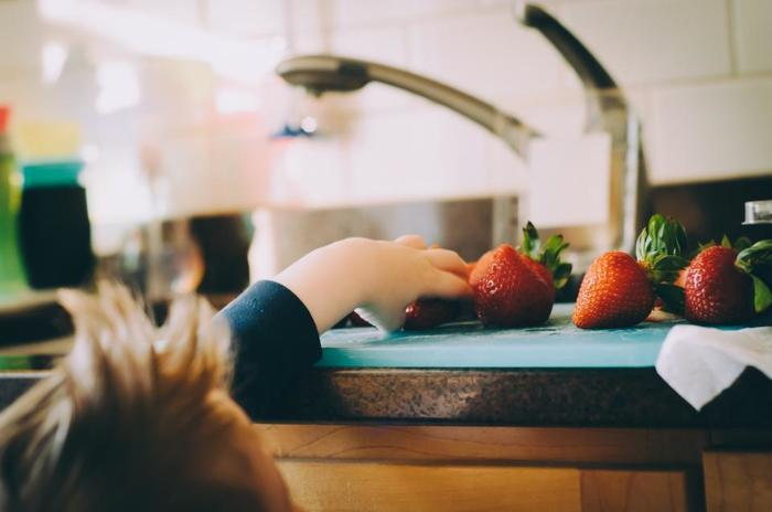 お客さまに小さい子供がいる場合、特に大人だけで暮らしている家は要注意。危険な物が手に触れるところにないように気をつけましょう。