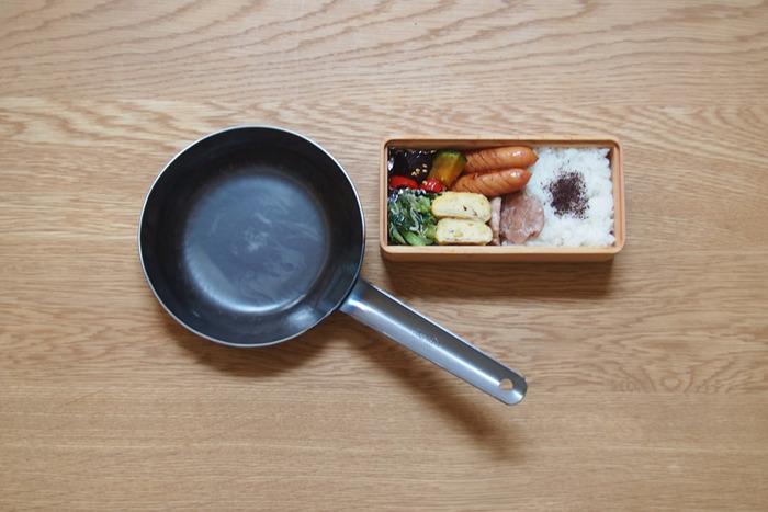 鉄板2.3mmと蓄熱性が高く、焦げづらく冷めにくい優秀アイテム。大きさは16cm、18cm、20cmと3サイズ、お好みの大きさが選べます。コンパクトな16cmは、お弁当作りにもピッタリですよ。