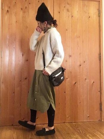ヘリ―ハンセンのヒップバッグをサコッシュ風に。カジュアルな服装との相性もピッタリです。