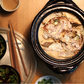 土鍋の活躍の場は、台所ですが白米以外にも、玄米や炊き込みご飯を作って、土鍋ごと食卓に並べれば素敵なおもてなし料理としても活用できますね。