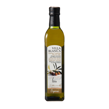 有機JAS認定スペイン産のエキストラバージンオイルは、30度以上の熱を加えずに搾油されているため、オリーブ本来のフルーティーな香りが楽しめます。有機栽培のオリーブが使われているのも嬉しいですね。