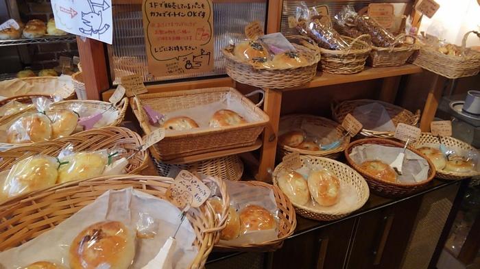 昔からパンやお菓子作りがプロ級の腕前だったという奥様が手がけるベーグルは、完売必至! もっちりとした食感で、食事にもおやつにもなる優れもの。 フレーバーも豊富で選ぶのも楽しいですよ♪